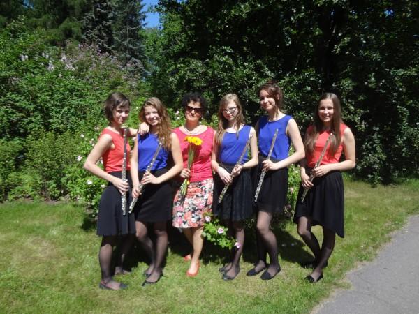"""Flautu kvintets festivāla koncetrtā """"Muzicējam kopā ar draugiem"""" Botāniskajā dārzā Rōigā, 2014.gada 7.jūnijā"""
